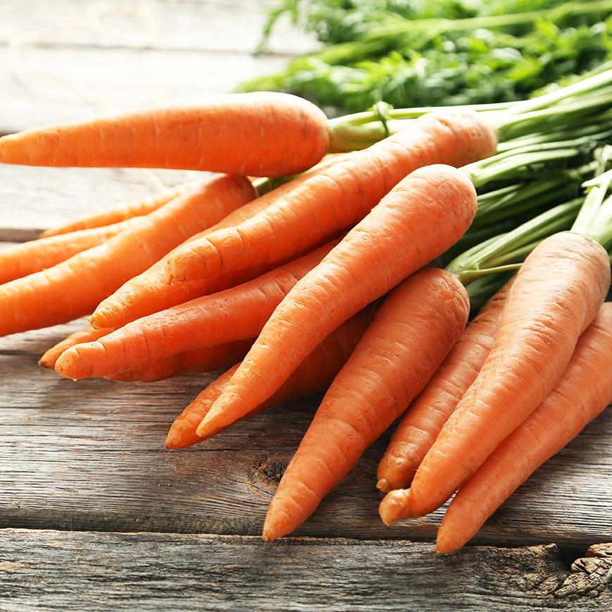 Meiltä saa myös loppusesongin aikaan maukkaita, oman maan porkkanoita.